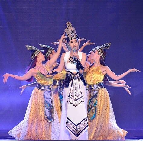 cho thuê trang phục Âu Lạc biểu diễn