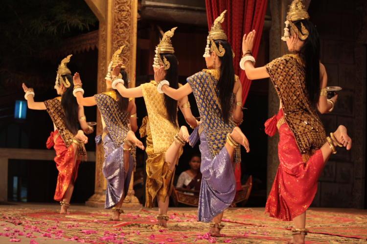 Bán và cho thuê trang phục truyền thống Campuchia
