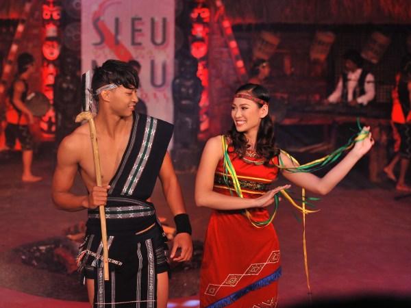 Trang phục Tây Nguyên dùng để biểu diễn nghệ thuật