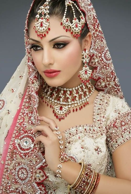 Lựa chọn địa chỉ mua trang phục cưới Ấn Độ