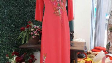 Phụ nữ lộng lẫy với áo dài thuê tại Hoài Giang shop