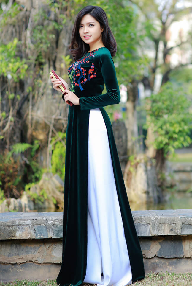 Mẫu áo dài nhung làm nổi bật, tôn dáng cho mẹ cô dâu, chú rể