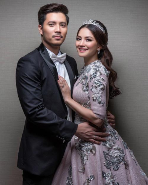 Choáng ngợp với đám cưới cổ tích của nữ diễn viên Malaysia hơn tuổi chồng