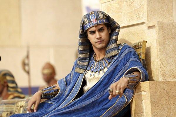 Hoá thân thành Pharaoh với trang phục Ai Cập tại Hoài Giang Shop