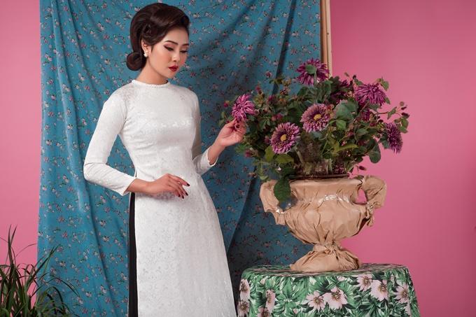 """Trang phục giúp cô dâu chiều cao """"nấm lùn"""" tỏa sáng tại sự kiện trước tiệc cưới"""